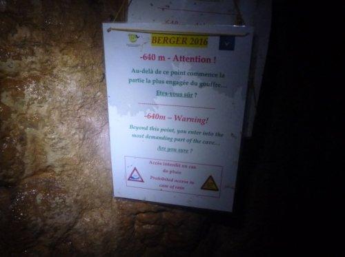 Panneau d'avertissement à l'entrée des Couffinades (ça craint l'orage)